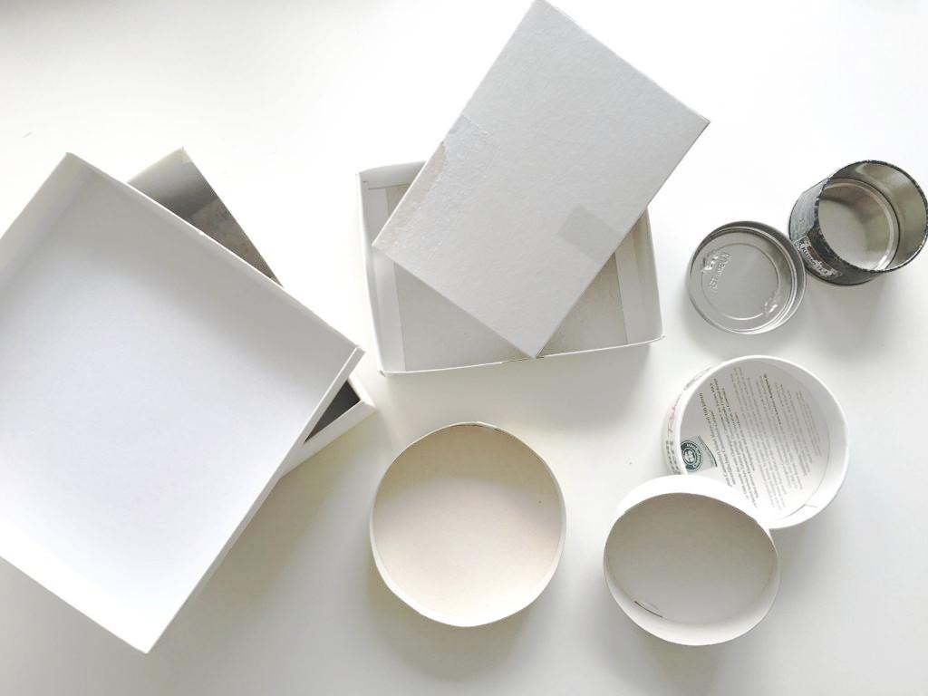 Pappschachteln bilden den Korpus des DIY
