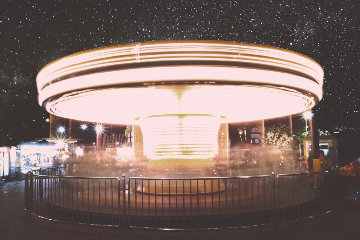Karussell bei Nacht.