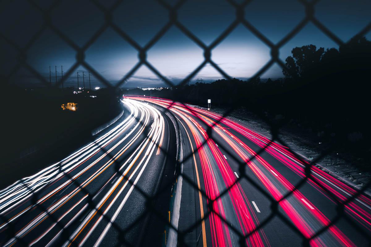 Autoscheinwerfer eigenen sich besonders gut für tolle Aufnahmen mit Langzeitbelichtung bei Nacht