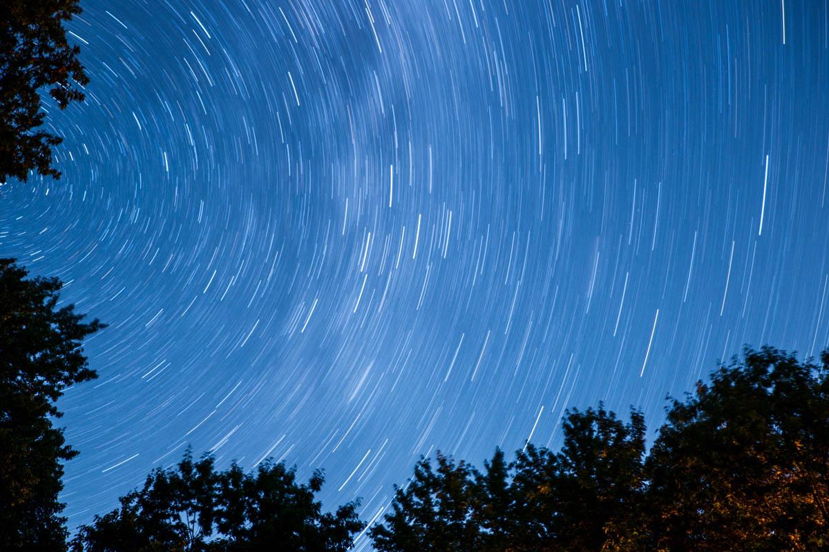Sternspuren am Nachthimmel