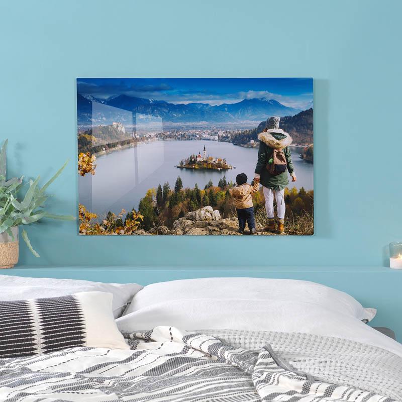 Pixum Wandbild hängt im Schlafzimmer über dem Bett.