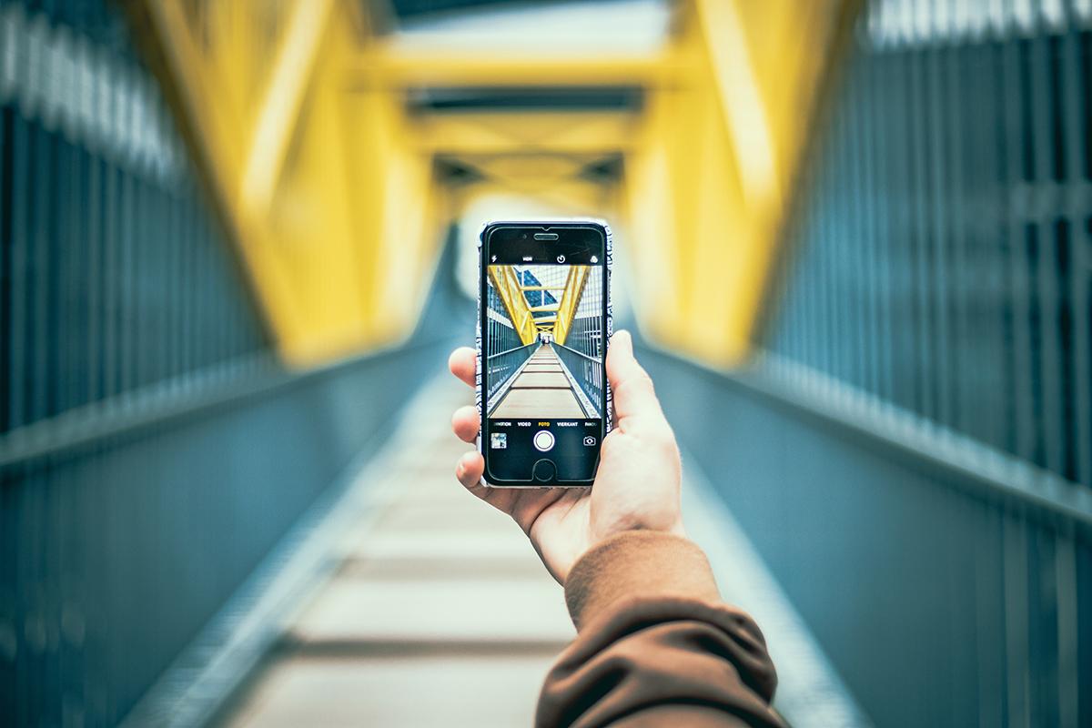 Smartphonefoto von einer Brücke.