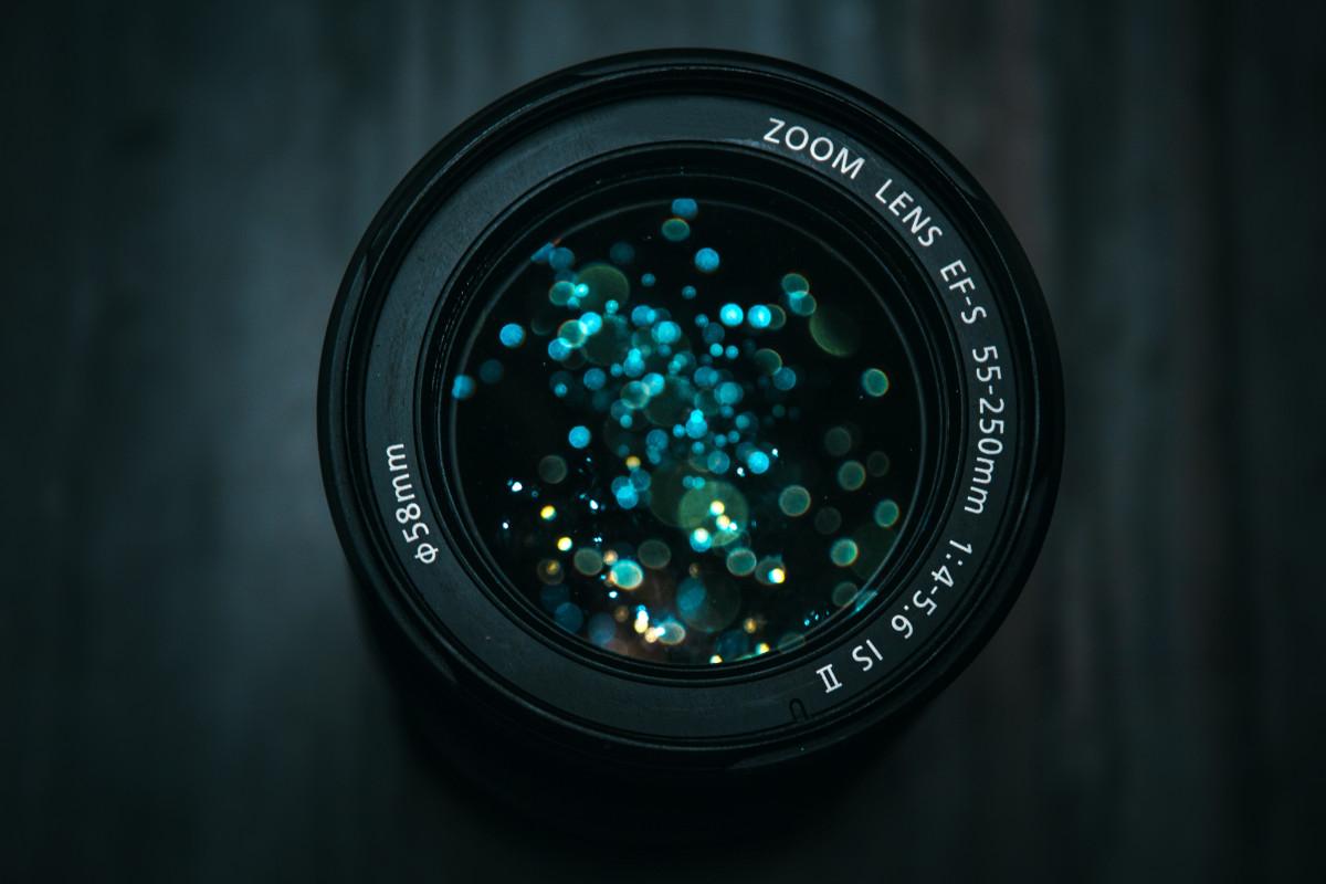 Kameraobjektiv mit Lichtspiegelung