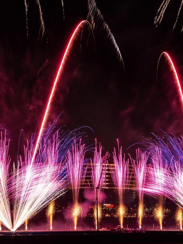 Feuerwerksshow bei den Kölner Lichtern in Köln