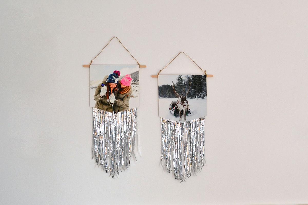 Fotos hängend an der Wand mit silber Lamettafäden