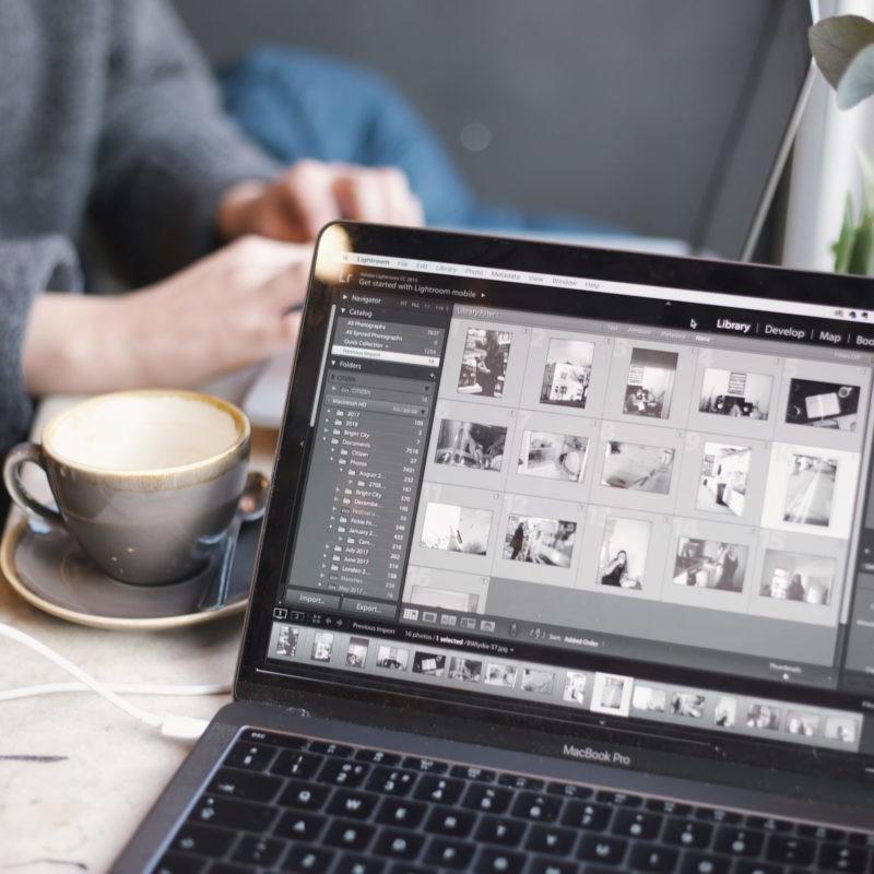 Laptop Screen mit Bilderordner