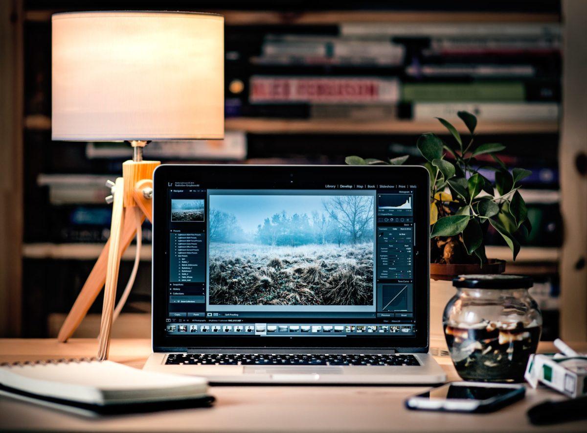 Bildbearbeitung am Laptop