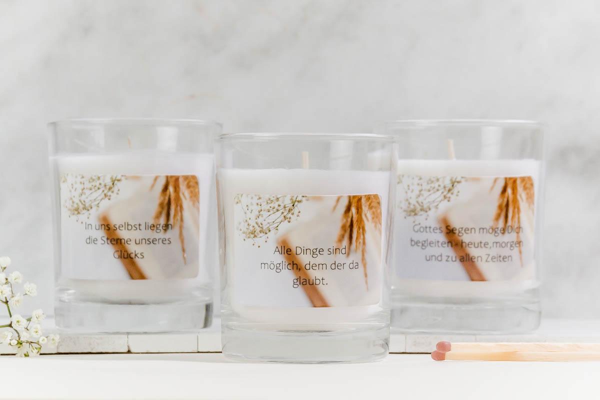 Kerzen mit Fotostickern und Sprüchen