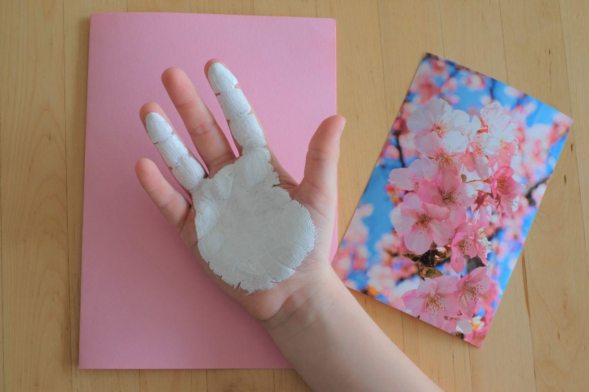 Osterkarte mit Handabdruck deines Kindes