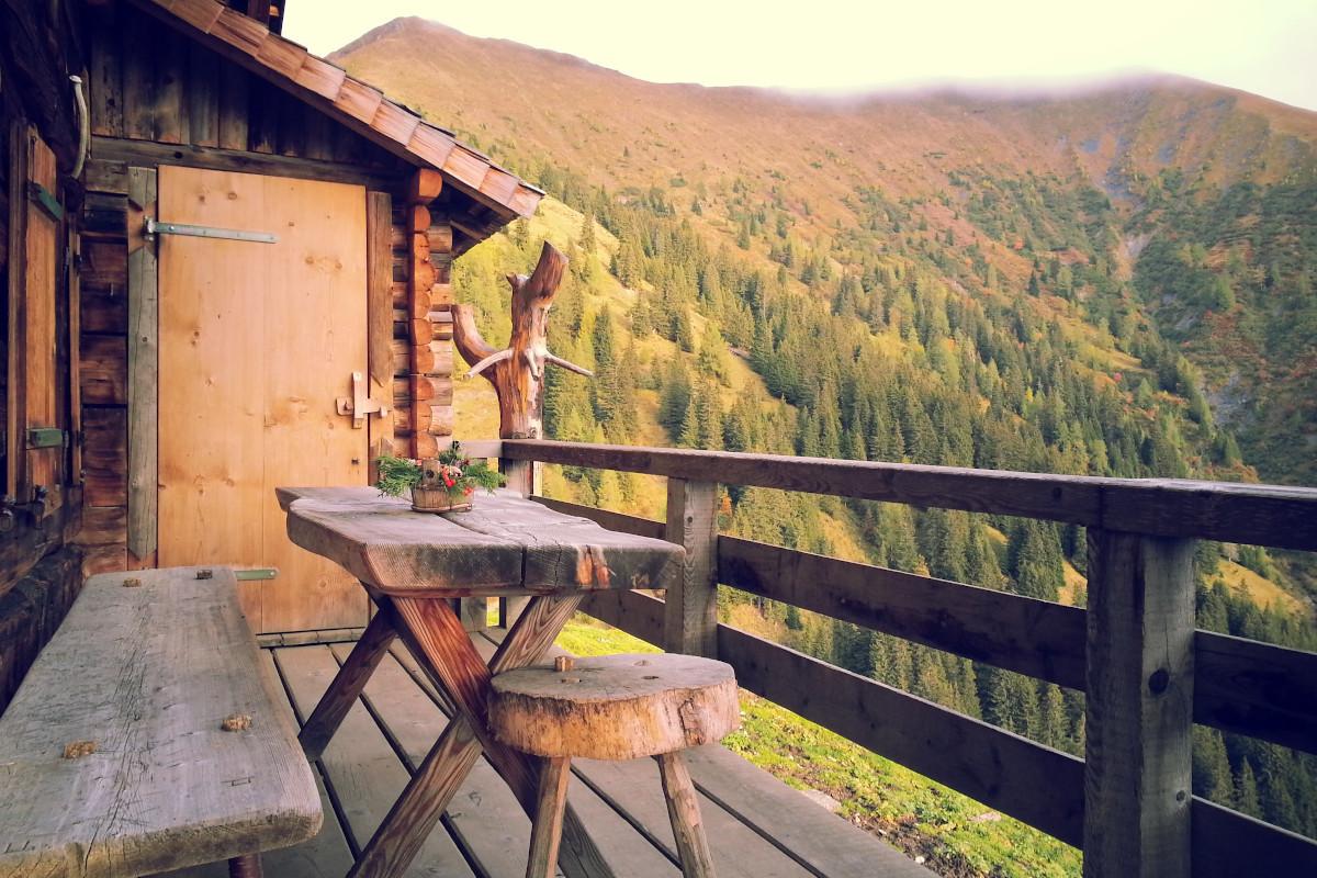Berghütte mit Blick auf die Landschaft