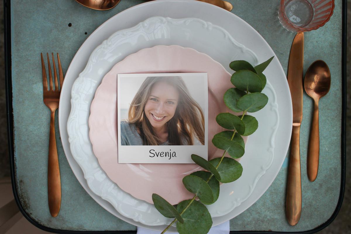 Tischkarte mit Foto auf Teller