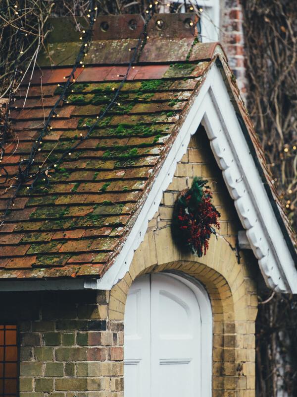 Haus mit Weihnachtsdeko