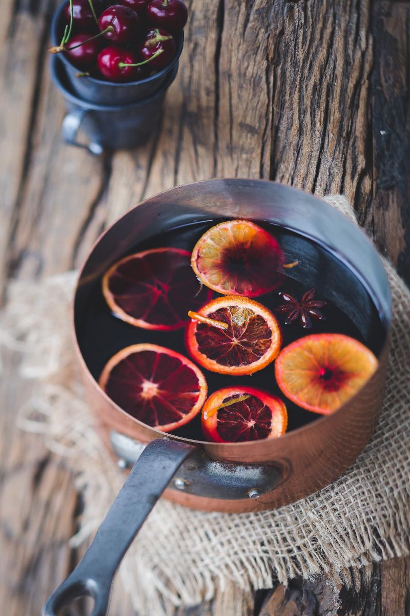 Glühwein mit Früchten