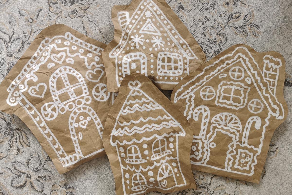 Nachhaltige Geschenkverpackungen in Form von Lebkuchenhäusern aus Kraftpapaier